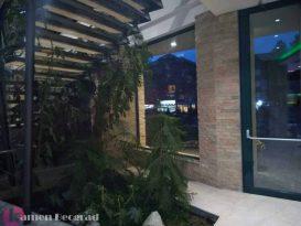 dekorativni-kamen-ispod-stepenica-hotel-mona